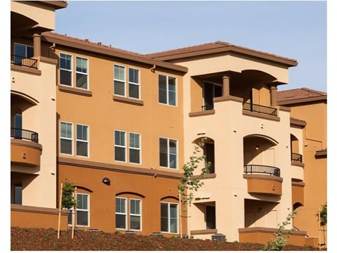 Building Exterior Apartments in El Dorado Hills, CA l Lesarra Apartments