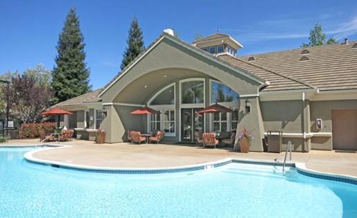 Apartments in Roseville, CA - Pinnacle at Galleria Pool