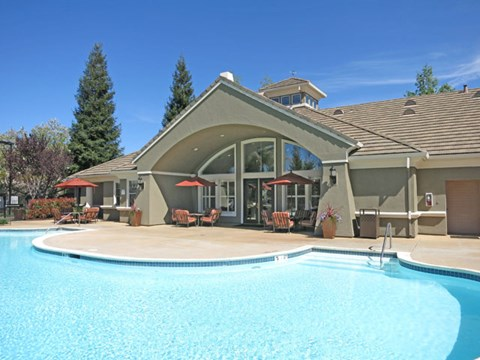 Apartments in Roseville, CA - Pinnacle at Galleria Pool