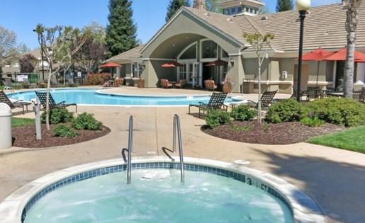 Roseville CA Apartments - Pinnacle at Galleria Pool