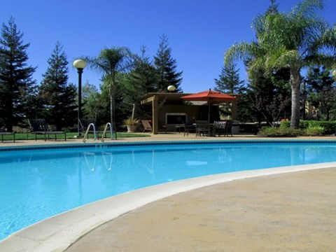 Apartments Near Roseville, CA - Pinnacle at Galleria Pool