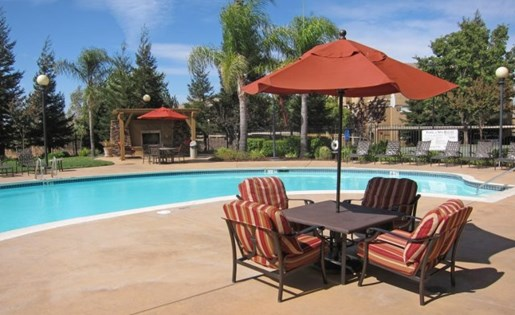 Apartments in Roseville, CA - Pinnacle at GalleriaPool