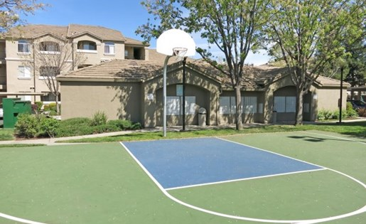 Apartments in Roseville, CA - Pinnacle at Galleria Basketball Court