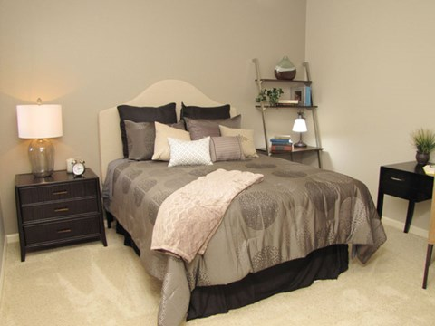 Apartments in Roseville, CA - Pinnacle at Galleria Bedroom