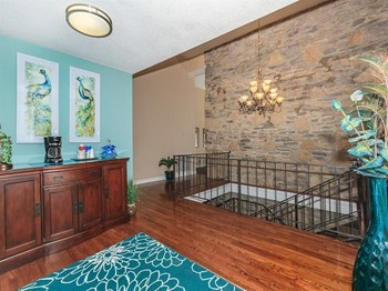 371 Wallace Rd 1-2 Beds Apartment for Rent Photo Gallery 1