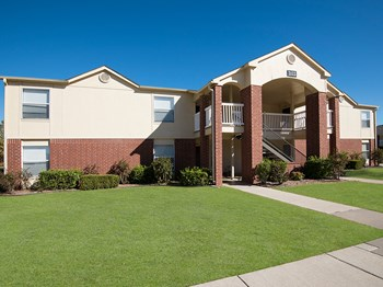 2100 S. Santa Fe Ave. 1-2 Beds Apartment for Rent Photo Gallery 1