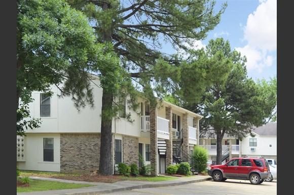 Fox Run Photo Gallery 1. Fox Run Apartments  300 S  Donaghey  Bldg  O  Conway  AR   RENTCaf