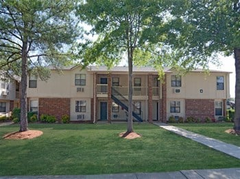 2840 Dave Ward Drive, M-1 1-2 Beds Apartment for Rent Photo Gallery 1