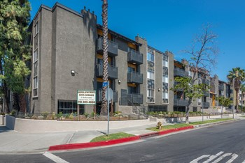 339 S. Ardmore Avenue Studio-2 Beds Apartment for Rent Photo Gallery 1