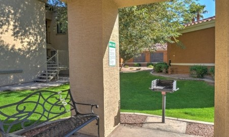 Picnic and BBQ Area at The Colony Apartments, Casa Grande, Arizona