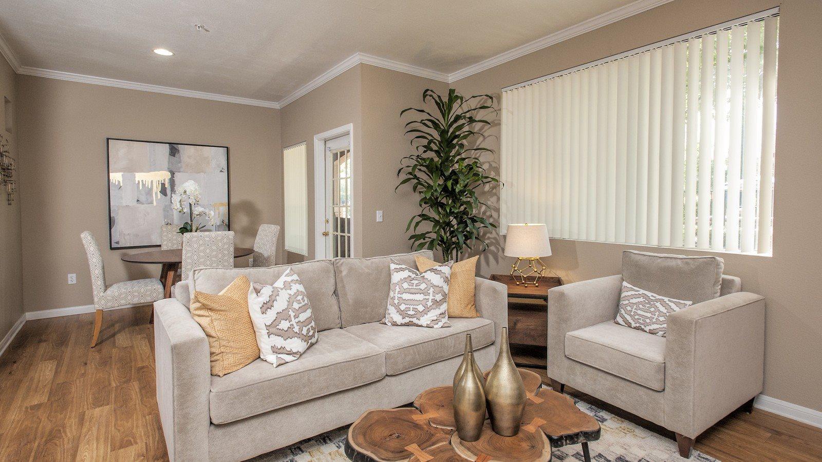 Miramonte Trovas Apartments In Sacramento Ca