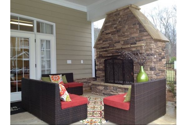 Legends at Oak Grove Apartment Homes Knoxville, TN 37918  Outdoor Kitchen and fireplace