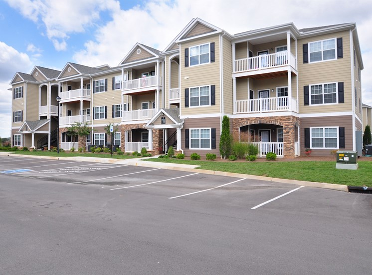 Legends at Oak Grove Apartment Homes Knoxville, TN 37918 building facade with spacious parking lot