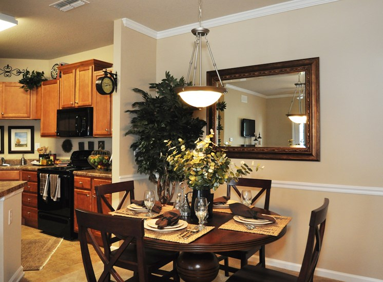 Legends at Oak Grove Apartment Homes Knoxville, TN 37918 dining area in apartment home