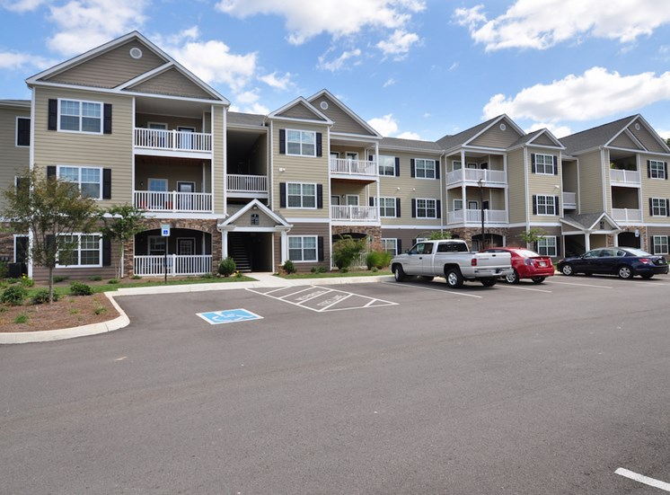 Legends at Oak Grove Apartment Homes Knoxville, TN 37918 resident parking and handicapped parking