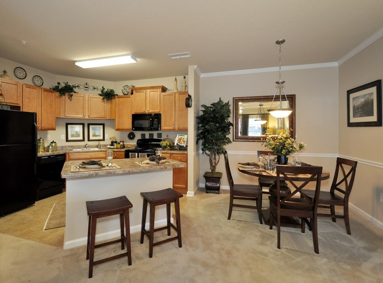 Legends at Oak Grove Apartment Homes Knoxville, TN 37918 open concept kitchen and dining area