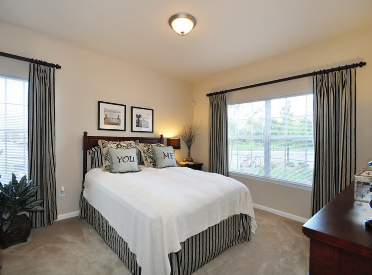 Legends at Oak Grove Apartment Homes Knoxville, TN 37918 spacious bedrooms with natural light