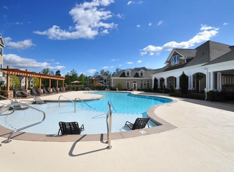 Legends at Oak Grove Apartment Homes Knoxville, TN 37918 sparkling resort-style pool with expansive aquadeck