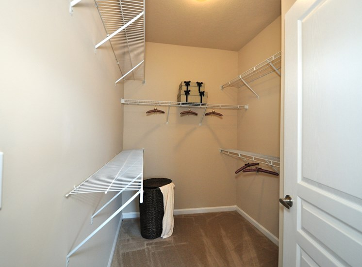 Legends at Oak Grove Apartment Homes Knoxville, TN 37918 walk-in closets