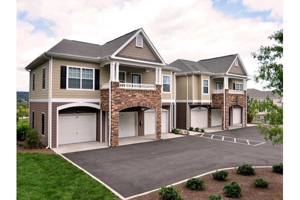 Legends at Oak Grove Apartment Homes Knoxville, TN 37918  Attached garages in carriage floor plan