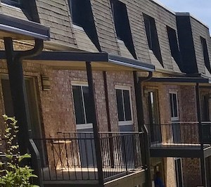 Terraces at Summerville Apartments in Augusta, GA courtyard with grilling and picnic stations