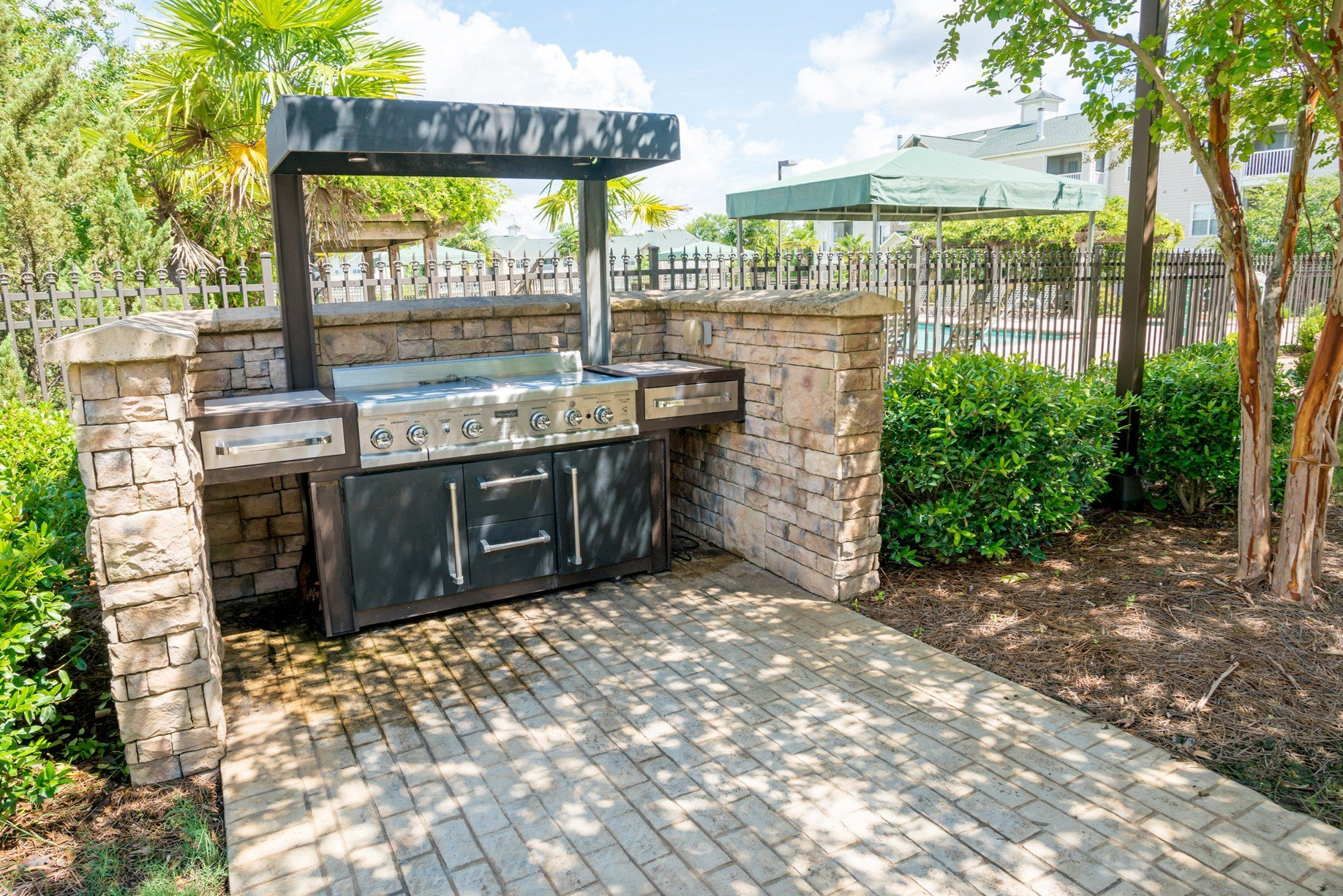 Grill at Verandas at Taylor Oaks Apartments in Montgomery, AL