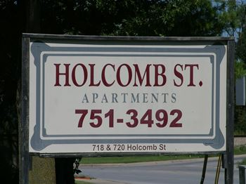 718 S. Holcomb 1 Bed Apartment for Rent Photo Gallery 1