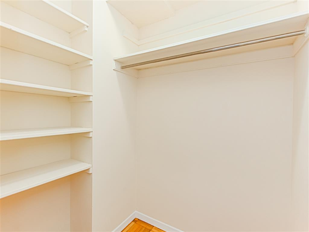 Brunswick-House-Apartments-Closet-and-Shelving