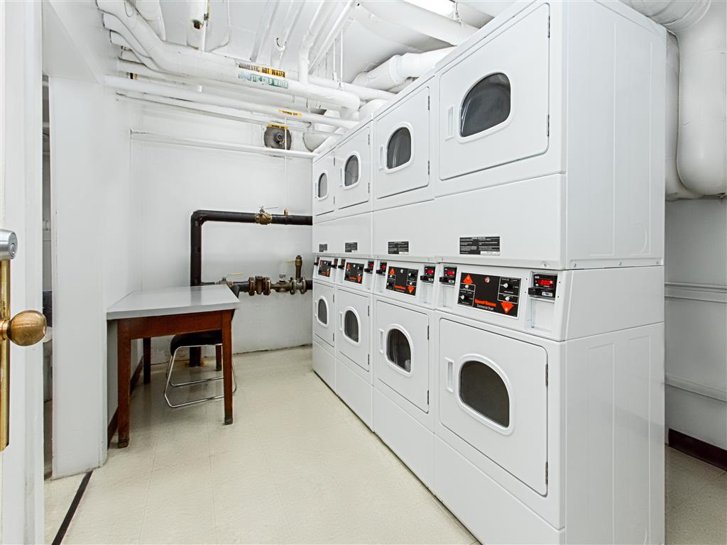 Brunswick-House-Apartments-Laundry-Room