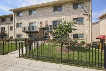 2633-2645 Naylor Rd.SE 1-3 Beds Apartment for Rent Photo Gallery 1