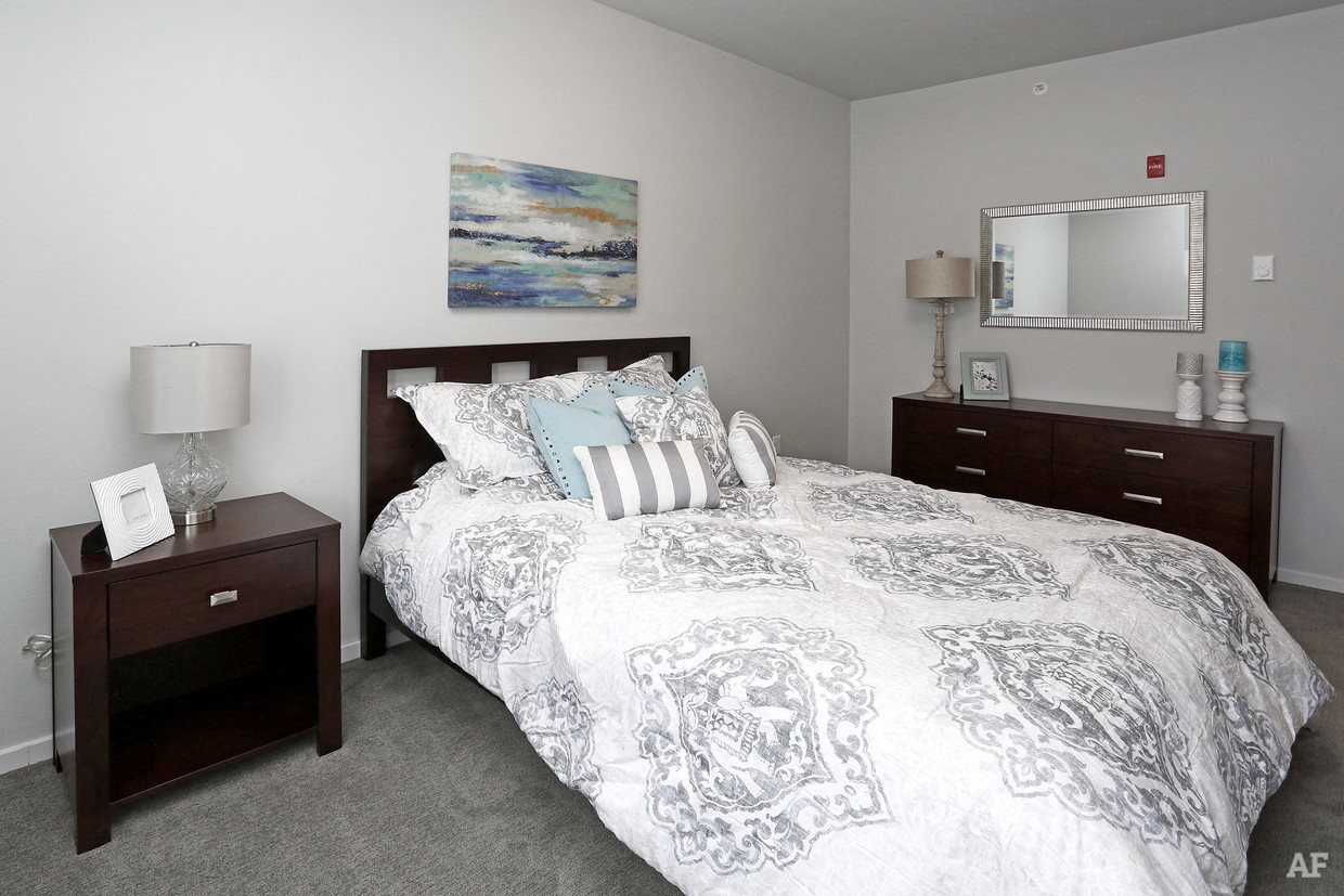 Nue 52 apartments in rochester mn for 1 bedroom apartments in rochester mn