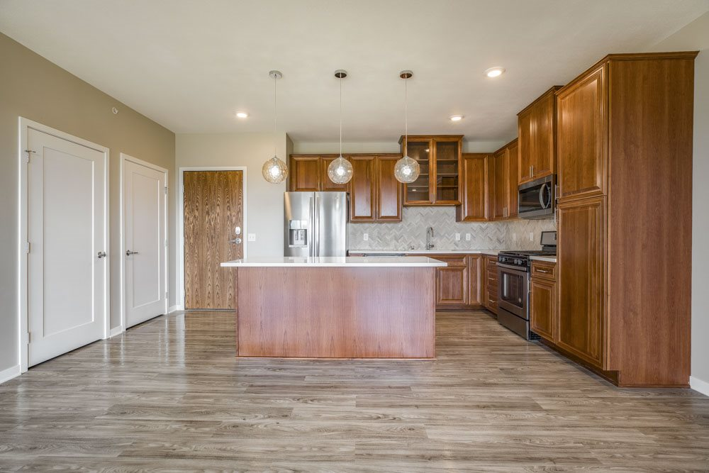 Ascend at Woodbury premium three-bedroom apartment with quartz countertops in kitchen