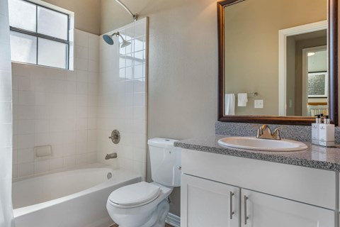 The Lincoln at Towne Square Apartments | Fully Furnished Bathroom