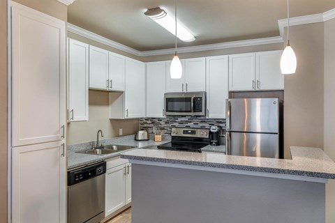 The Lincoln at Towne Square Apartments | Fully Furnished Kitchen