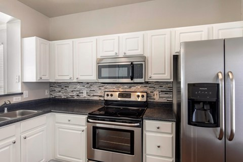 The Lincoln at Towne Square Apartments in Plano, TX Custom Tile Kitchen Backsplash