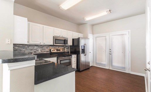 The Lincoln at Towne Square Apartments in Plano, TX Fully Equipped Kitchen