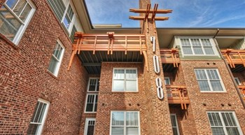 708 S Summit Ave 1-2 Beds Apartment for Rent Photo Gallery 1