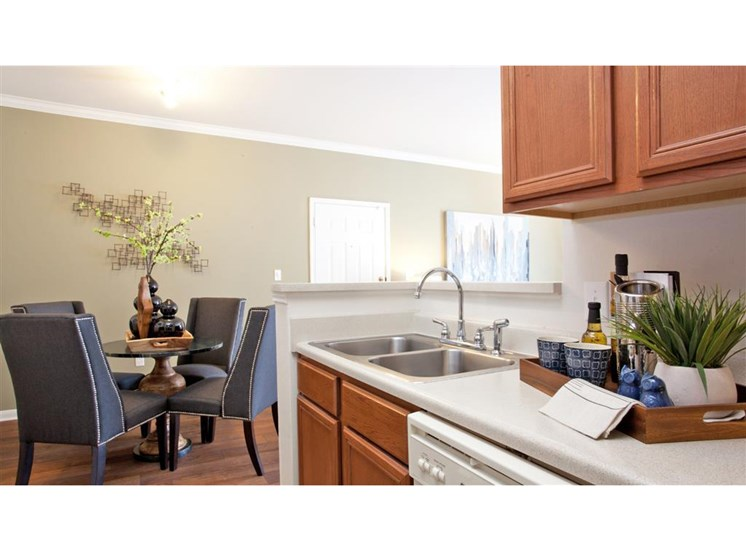 Fully equipped kitchens with breakfast bar