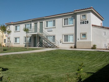 11085 Woodside Avenue 3 Beds Apartment for Rent Photo Gallery 1