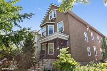 2510 N. St. Louis Ave. 1-3 Beds Apartment for Rent Photo Gallery 1