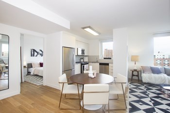 38 6Th Avenue Studio Apartment for Rent Photo Gallery 1
