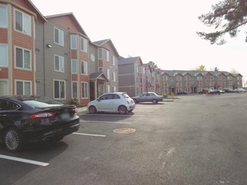 9520 SW Greenburg Rd 1-2 Beds Apartment for Rent Photo Gallery 1