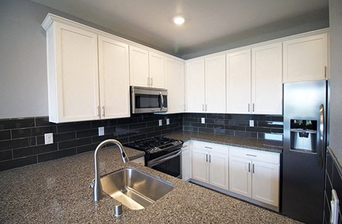 Kitchen l Park Place Apartments in Reno, NV