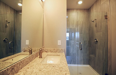 Bathroom l Park Place Apartments in Reno, NV
