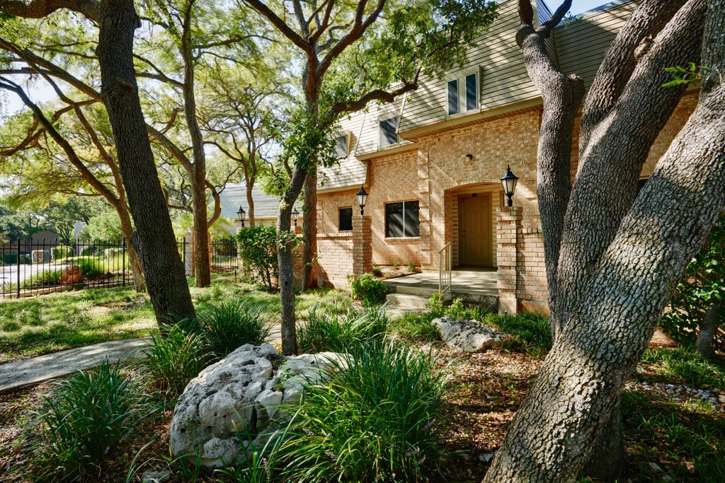 Luxury apartments at Le Montreaux in Austin, TX