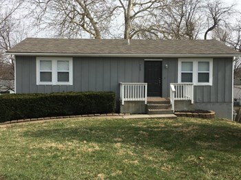 717 NE Westwind Dr 3 Beds House for Rent Photo Gallery 1
