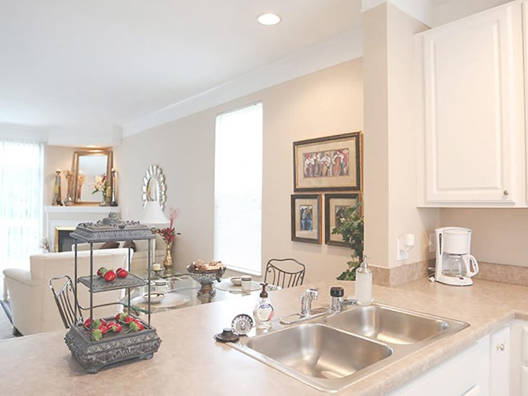 kitchen and dining space at Reynoldsburg Apartments