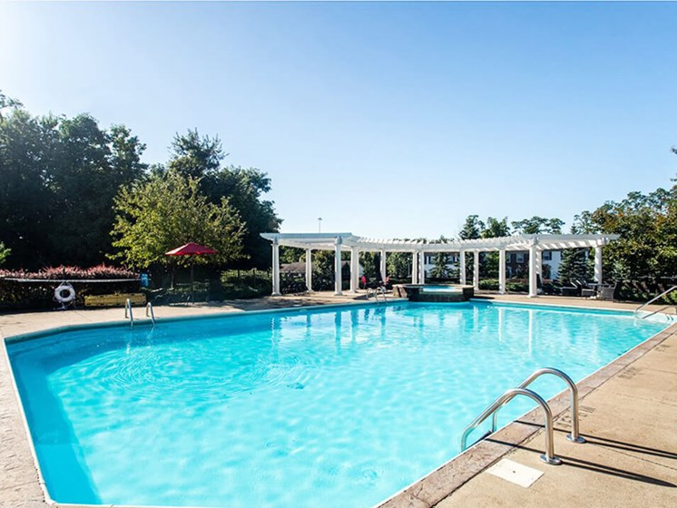swimming pool at Reynoldsburg OH apartments for rent