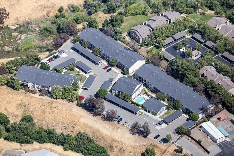Aerial view of communityl Creekside Village in Pittsburg, CA