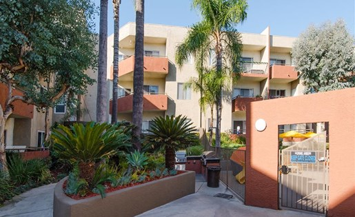 Glenoaks Gardens 1 and 2 bedroom apartments for rent at Sun Valley, CA